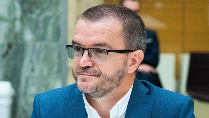 Senaid Kobilica, leder for Muslimsk Dialognettverk, har skrevet støttebrev til norske lærere etter lærerdrapet i Frankrike. Foto: Berit Roald